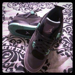 Jordans retro 4 green glow
